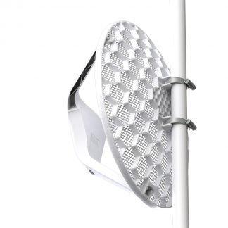 antena rejilla blanca orientada hacia la izquierda