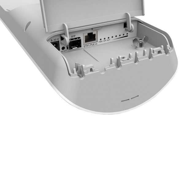 Mikrotik Antena Sectorial MANTBOX 19S 120 grados 19dBi 31dBm con radio integrado, completamente para exteriores con un puerto gigabit y un puerto SFP con RouterOS level 4.