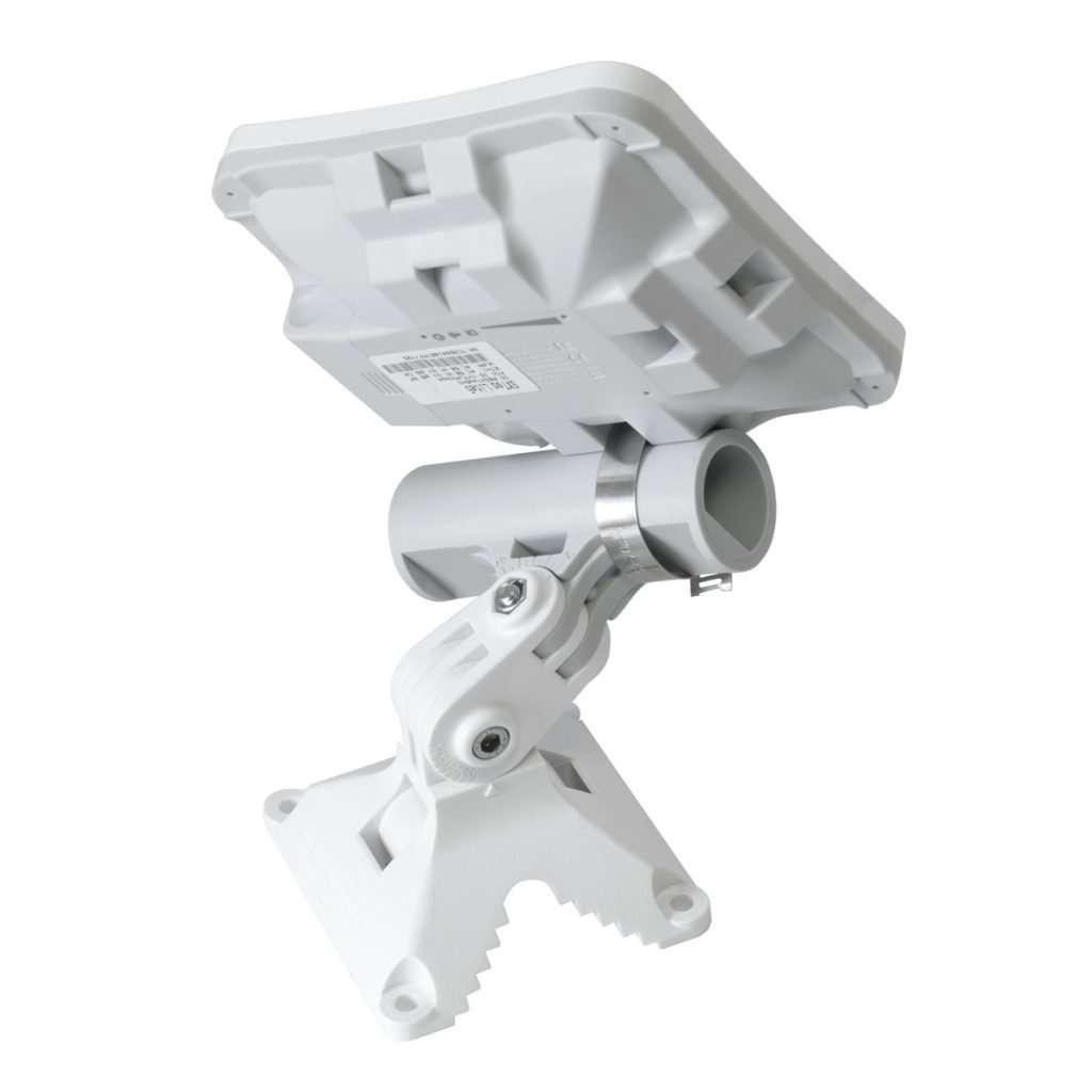 Mikrotik QMP quickMOUNT Pro Adaptador de montaje en pared articulado para antenas pequeñas de punto a punto y sectoriales.