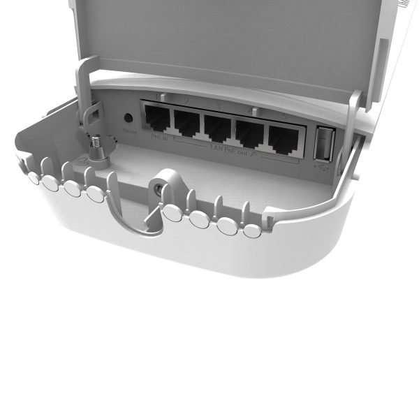 Mikrotik RBOmniTikPG-5HacD Access Point con antena de7.5 dBi, potencia max. 1300mW y salida PoE del eth2 al eth5. Para exteriores. Lv4.