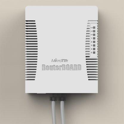 Mikrotik RouterBOARD Router con 4 salidas PoE inyección de energía a través de los puertos gigabit con puerto de fibra