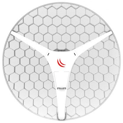 antena circular parabólica grillada blanca orientada hacia el frente