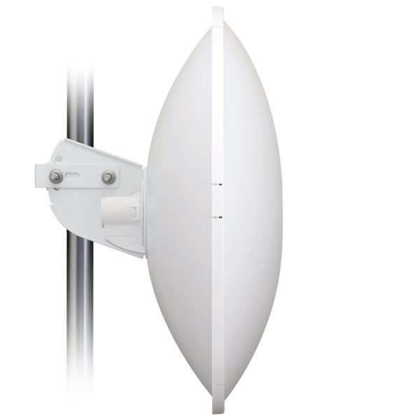Vista lateral de antena parabólica de 27dBi PowerBeam