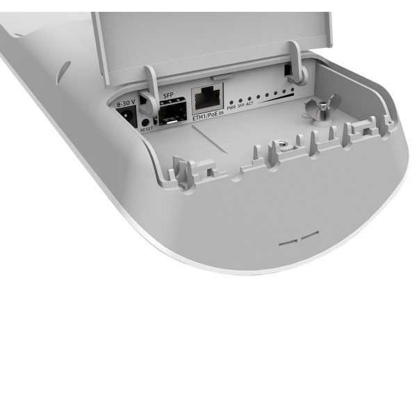antena sectorial en mástil de muestra