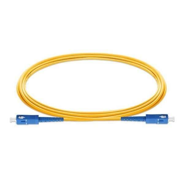 Cable amarillo de Fibra Optica terminado en ambos extremos en conector azul
