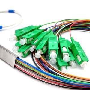 Toma de cerca de conector APC verdes del cable separador de Fibra Optica de 16 hilos