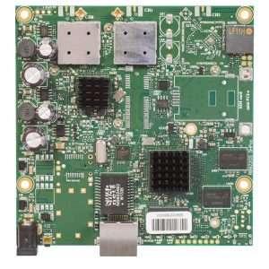 Mikrotik RouterBOARD RB911G-5HPacD es un radio transmisor AC para PTP o CPE en la banda de 5GHz, 720MHz, 128 MB RAM, potencia max. 1300 mW.Conectores MMCX jack. Solo incluye la tarjeta. RouterOS Lv3.